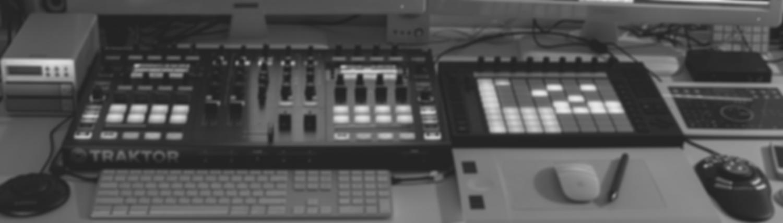WD_Desk_BW_Blur